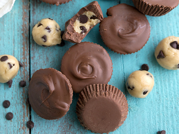 For a detailed Instruction for Healthy No Bake Cookies Dough Chocolate Cups recipes, please visit the link.
