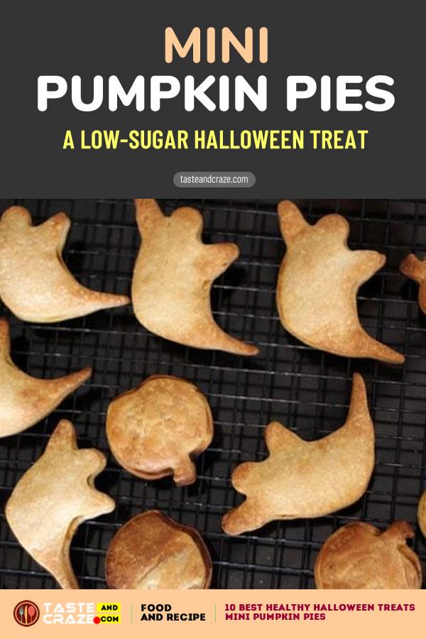 Mini Pumpkin Pies- a low-sugar halloween treat #HealthyHalloweenTreats #HealthyHalloween #HalloweenTreats Healthy Halloween treats- 10 best ideas for 2019 #PumpkinPies #Pumpkin
