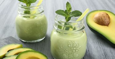 AVOCADO SMOOTHIE RECIPE WITH GREEN APPLE & MILK